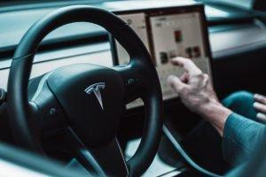 L'autorité de sécurité critique le pilote automatique Tesla